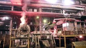 Metallurgical arbeten, smält metallproduktion på gjuterifabriken lager videofilmer