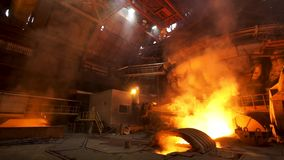 Metallurgical produktion, utrustning på det varma seminariet på växten, tung bransch, teknik Materiell?ngd i fot r?knat Besk?da stock video