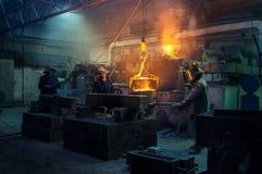 Metallurgische installatie, heet metaalafgietsel Royalty-vrije Stock Foto's