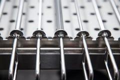 Metallutrustning för att torka disk på yrkesmässigt kök selec Royaltyfri Foto