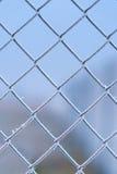 Metallzaun abgedeckt durch Frost Stockbild