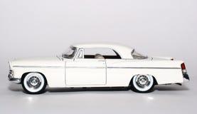 Metalskalaspielzeug-Auto sideview 1956 Chrysler-300B Stockbilder