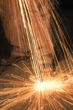 Metalsmith produisant des étincelles. Photographie stock