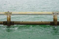 Metalu blokowy falochron w Singapur morzu, Zdjęcia Stock