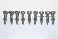 Metalu clothespin na bia?ym tle zdjęcia royalty free