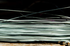 Metalu drut na rdzewiejącej powierzchni Zdjęcie Stock