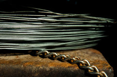 Metalu drut na rdzewiejącej powierzchni Fotografia Royalty Free