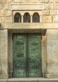 Metalu drzwi przy wejściem w antycznej willi Zdjęcie Stock