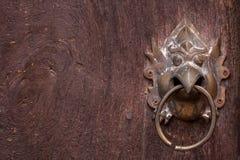 Metalu drzwiowy knocker, Azja Tajlandzki stylowy metal. Obraz Stock