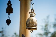 Metalu dzwon w świątyni. Zdjęcie Royalty Free