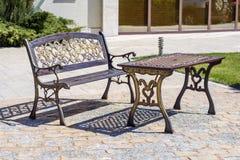 Metalu filigree stół i ławka Zdjęcia Royalty Free