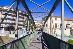 Metalu footbridge ceva Italy Sierpień 6, 2016 Zdjęcia Royalty Free