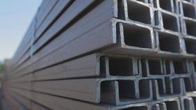 Metalu kana? k?a?? w rz?dach w otwartym metalu magazynie wielki metalu kana? w magazynie zdjęcie wideo