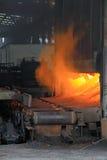 Metalu kastingu proces z wysokotemperaturowym ogieniem Zdjęcia Stock