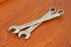 Metalu klucza narzędzie 3d ilustracja odizolowywał narzędziowego wyrwanie Chrom robić metalu narzędzie fotografia stock