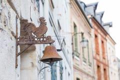 Metalu koguta rzeźba na domu w Honfleur, Normandie, Francja Obraz Stock
