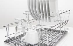 Metalu naczynia stojak z naczyniami i szkłami Fotografia Stock