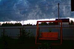 Metalu ogrodzenie w ogródzie w lecie Obraz Royalty Free