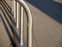 Metalu parking stojaka Rowerowa budowa Zdjęcie Royalty Free
