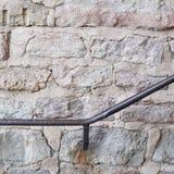 Metalu poręcz na starej ścianie Zdjęcie Royalty Free