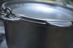 Metalu rondel z deklem dla gotować na ogieniu Zdjęcia Stock