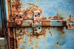 Metalu rygiel na bramie stary zdjęcia stock