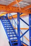 Metalu schody z żółtymi poręczami i metali krokami, Zdjęcie Royalty Free