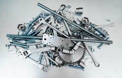 Metalu styl Wiele narzędzia na porysowanym metalu Obraz Stock