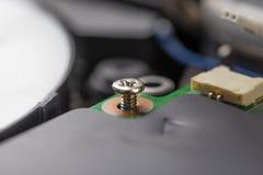Metalu sworzniowy uczepienie Komputerowy w??cznik i kabel na procesorze obraz stock