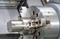 Metalu szczegół w wrzecionie przemysłowa tokarka Obrazy Royalty Free