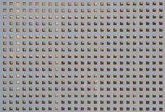 Metalu tło dziurkujący prześcieradło z kwadratowymi dziurami fotografia royalty free