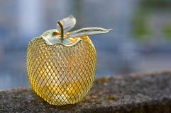 Metalu złoty jabłko Fotografia Stock