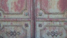 Metalu zrudziały drzwi od starego budynku zdjęcie wideo