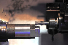 Metalurgia com a ferramenta de corte do moinho de extremidade Fotos de Stock Royalty Free