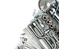 metalwork Boîte, scie, clé et d'autres outils dessus photo libre de droits