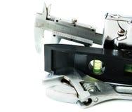 metalwork Chave, compasso de calibre e outro ferramentas sobre fotografia de stock