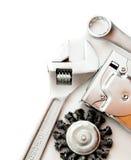 metalwork Funktionsdugliga hjälpmedel på vit bakgrund fotografering för bildbyråer