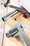 Metalwork narzędzia na drewnianym stole Fotografia Stock