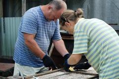 2 metalworkers делая художественное произведение Стоковые Изображения RF