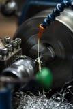 metalworking Liten drejbänkmaskin i ett hantverkareseminarium Royaltyfria Foton