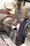 Metalworking przemysł: metalu śrutowanie zdjęcia royalty free
