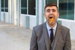 Metaphorisches Bild des missbrauchten Geschäftsmannes bei der Arbeit lizenzfreies stockfoto
