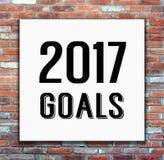 2017 metas en el cartel blanco en fondo de la pared de ladrillo Imagen de archivo libre de regalías