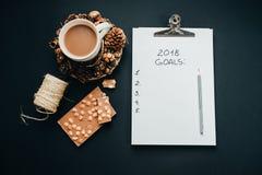 2018 metas enumeran con el lápiz, chocolate, cacao, cono en el CCB negro Imagen de archivo