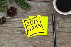 2018 metas - escritura en tinta negra en una nota pegajosa con un Cu Fotos de archivo libres de regalías