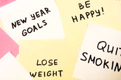 Metas populares o resoluciones del Año Nuevo en el espacio en blanco pegajoso colorido n imagen de archivo