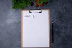 Metas por Año Nuevo El papel en blanco con metas titula y lápiz negro en la tabla gris Endecha plana Visión superior Concepto del fotografía de archivo libre de regalías