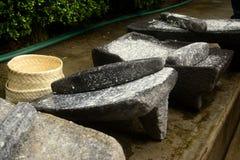 Metate、metlatl或者mealing的石头玉米的在墨西哥 免版税库存图片