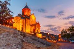 Metekhi kyrka på solnedgången Tbilisi, Georgia Royaltyfri Foto