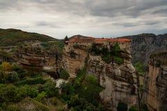 Meteorów monastery, Grecja Kalambaka Unesco Światowego Dziedzictwa Miejsce autumn kolorowe krajobrazu Ortodoksalny monaster Varla Obrazy Stock